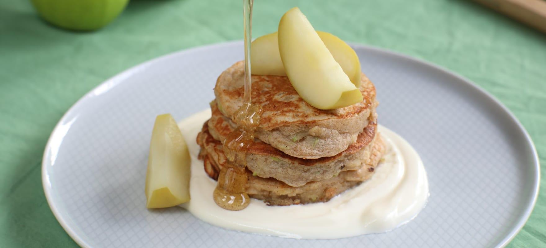 Ricotta, apple and cinnamon hotcakes image 1