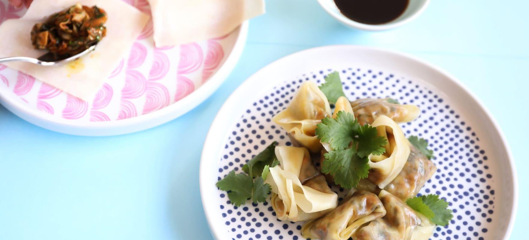 Steamed vegetarian dumplings image 2