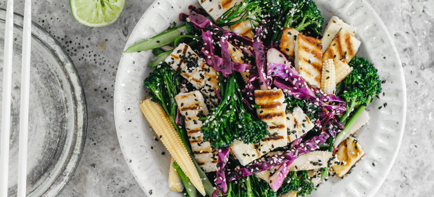 Red cabbage and haloumi stir-fry image 2