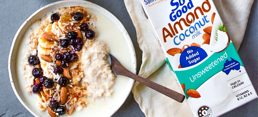 Almond Coconut oats with banana & blueberries image 1