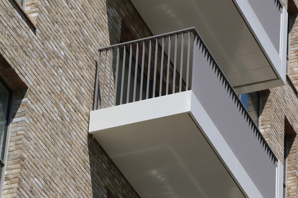 Vertical bar balustrades with white fascia