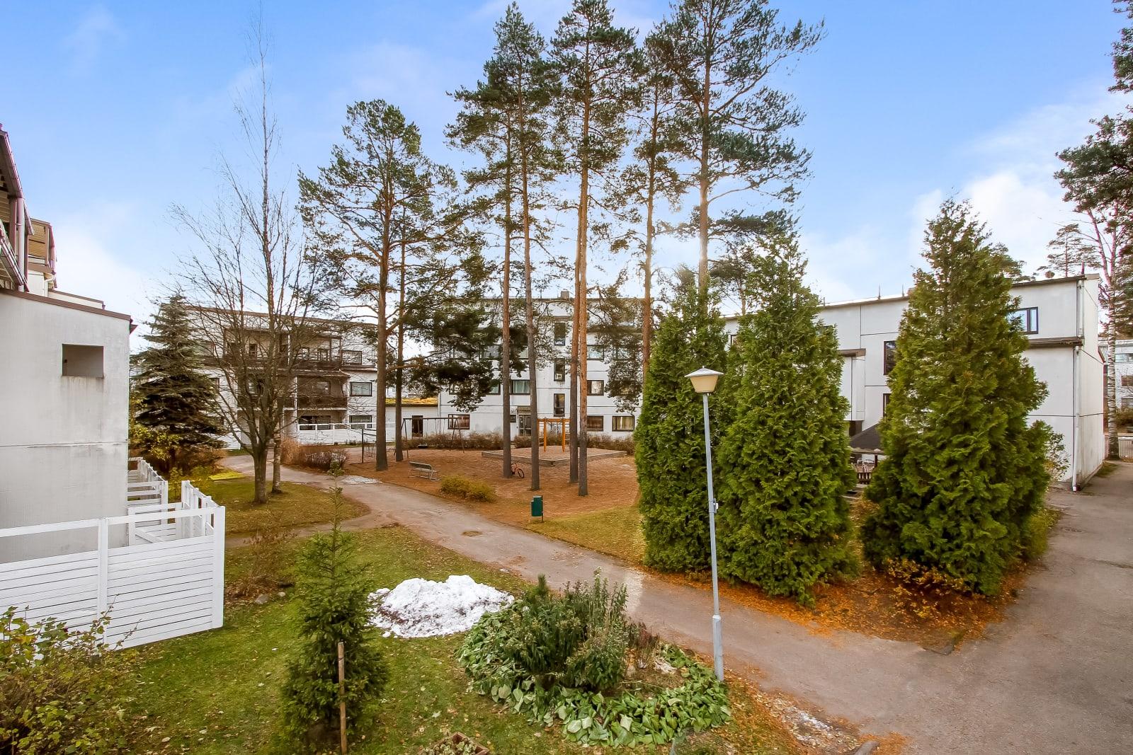 Helsinki, Kurkimäki, Karpalokuja 4