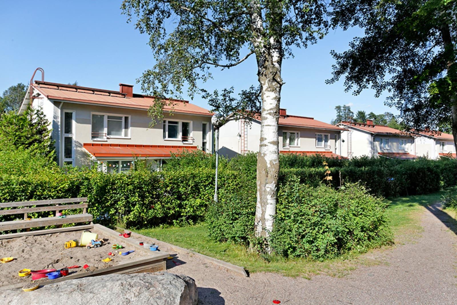 Helsinki, Tapanila, Päivöläntie 72, Nukarintie 5