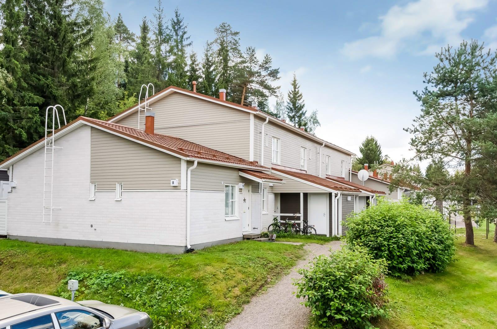 Nurmijärvi, Hyvinkäänkylä, Kylänpäänkaari 13-15