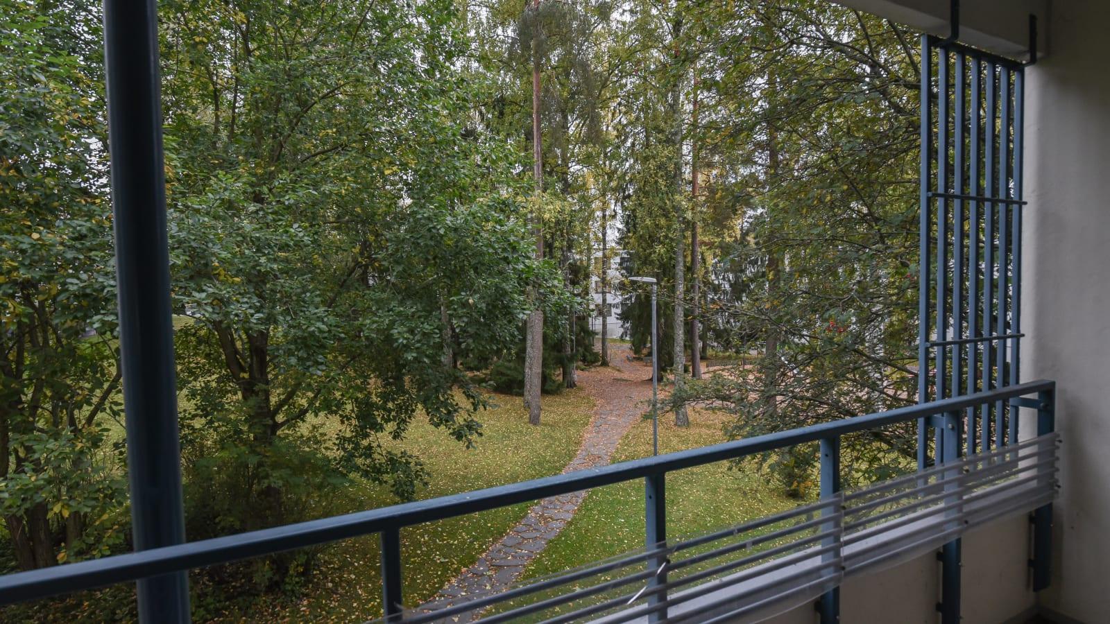 Espoo, Laajalahti, Heinjoenpolku 2 P-Y