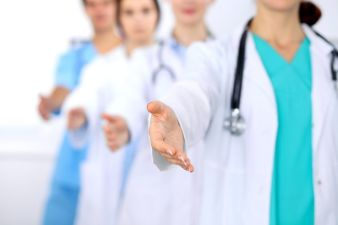 Busca de Médicos Associados