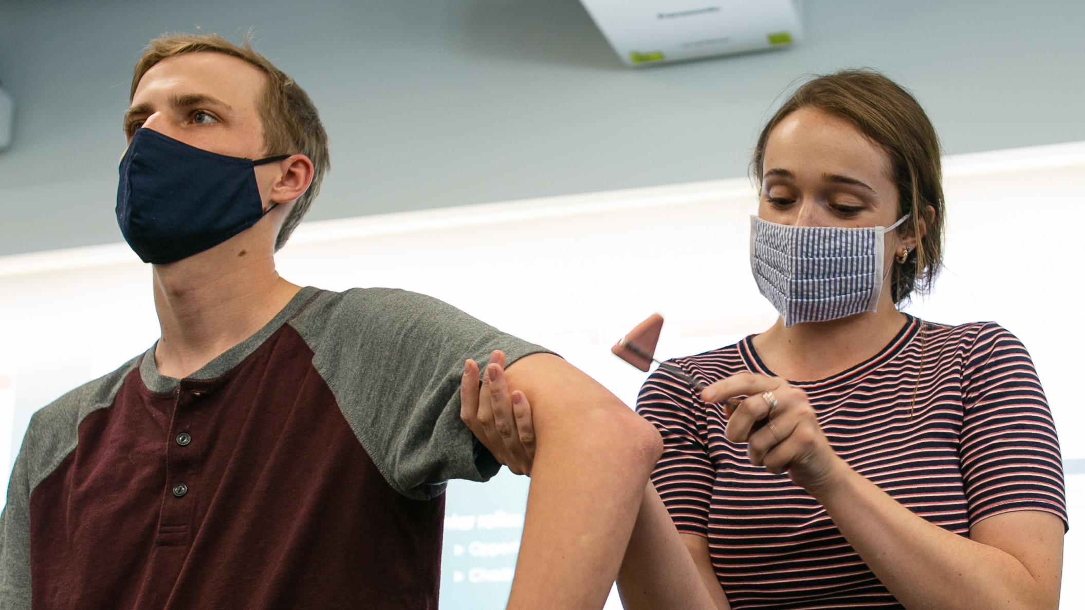 Idaho WWAMI students learning clinical skills