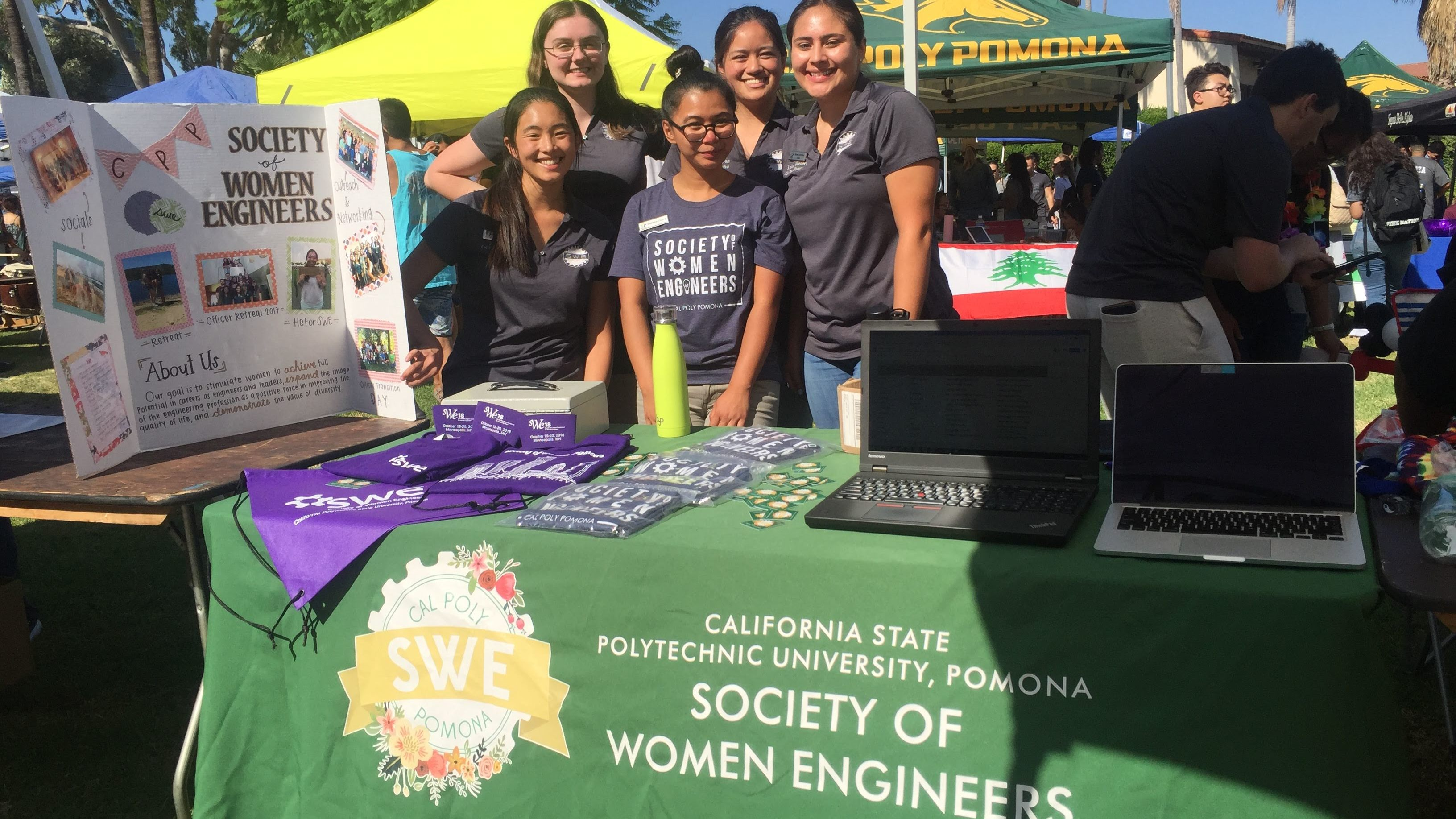 SWE Students Recruiting Freshmen and New Members at a Club Fair