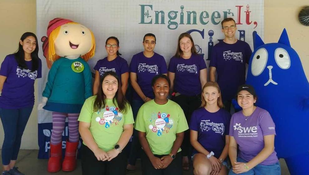 SWE volunteers at an Engineer It, Girl! Saturday academy