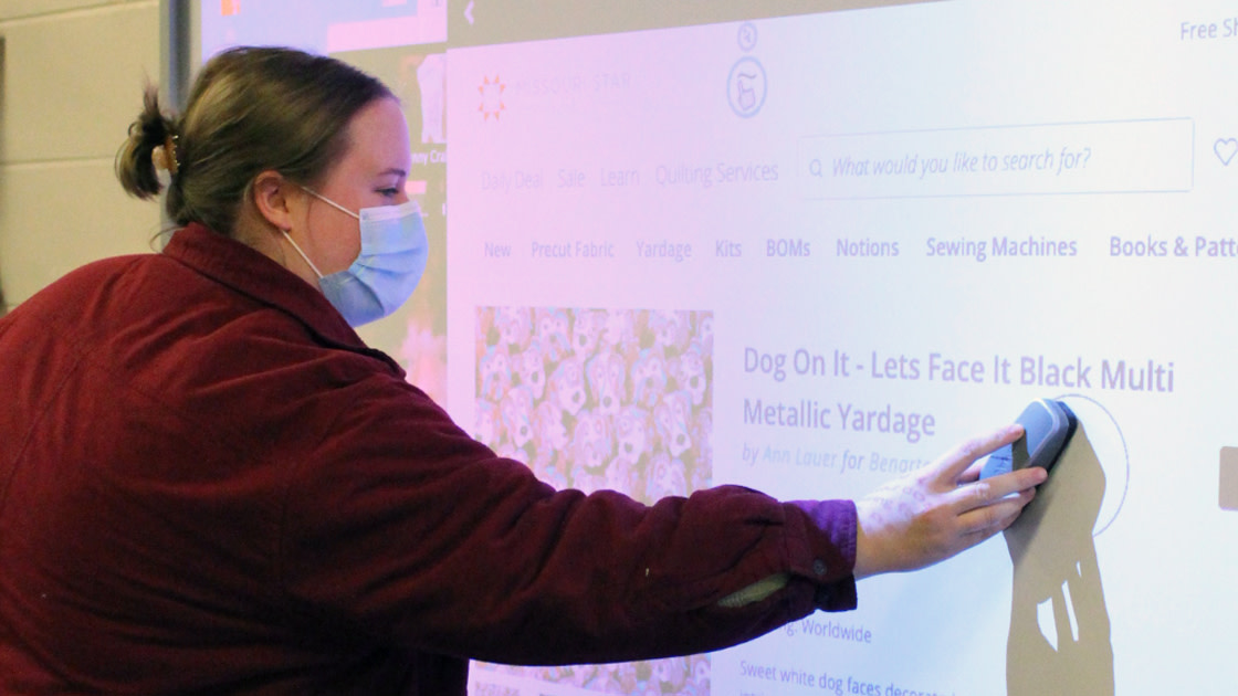 Peer teaching using the SMARTboard.