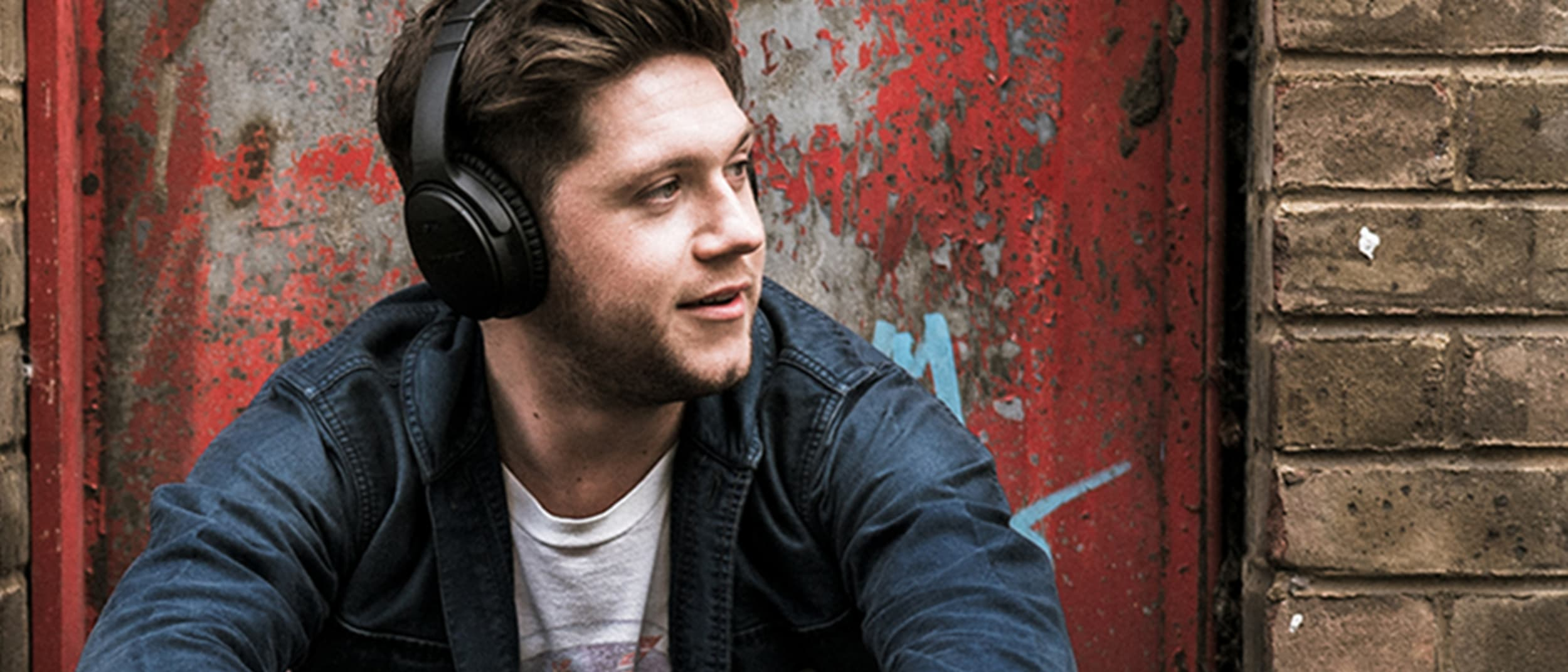 Win a meet and greet to Niall Horan's show and SoundSport Free