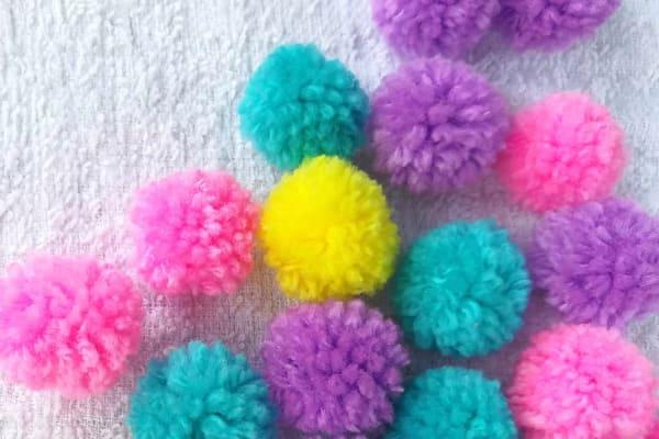 Make a woolly pom pom