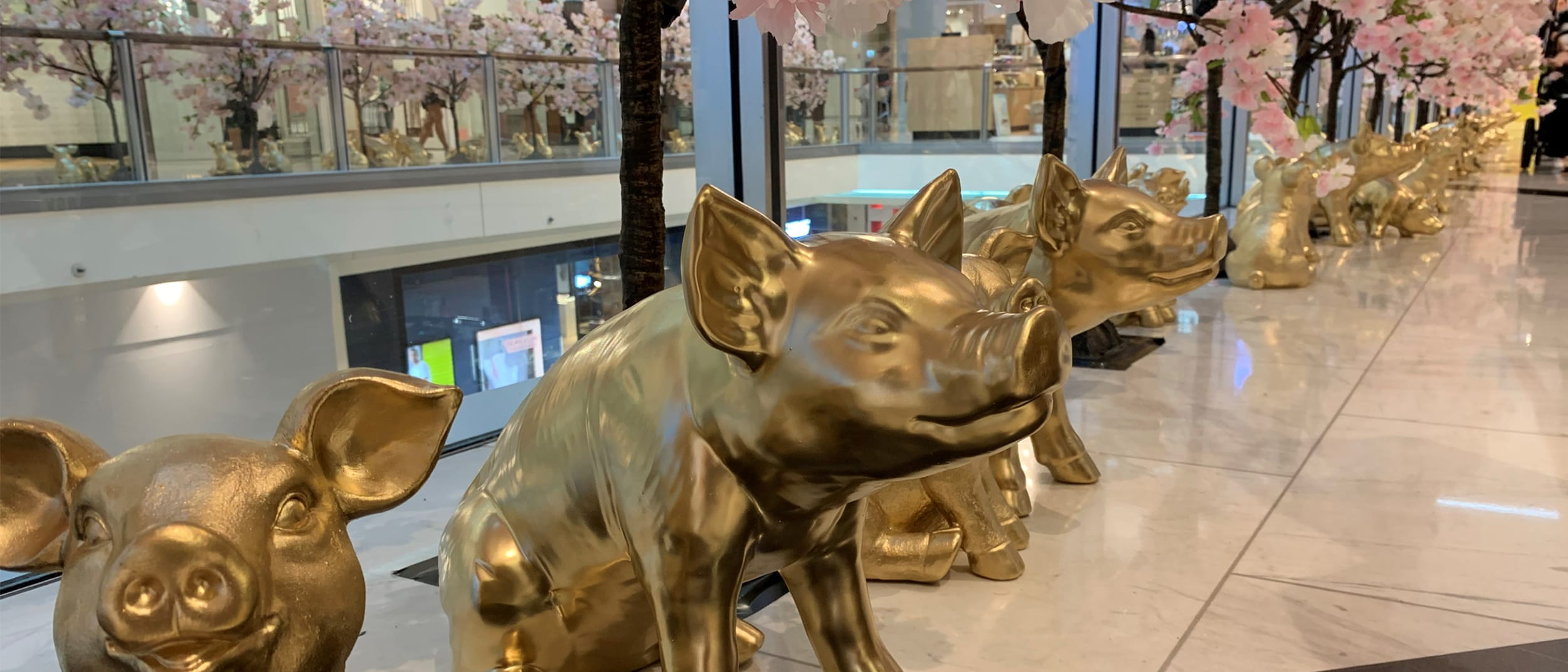 88 Golden Pigs and Prosperity Tree Installation