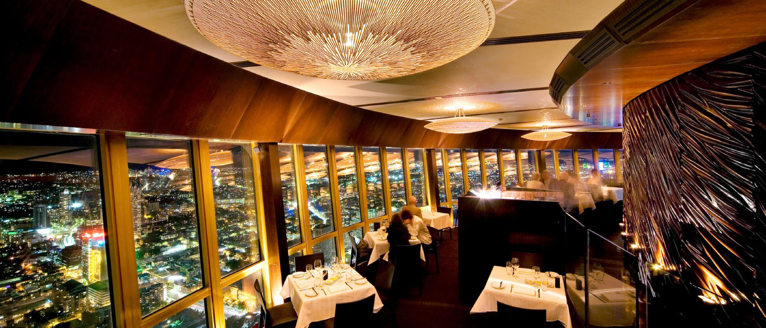 360 Bar and Dining: enjoy seasonal dishes