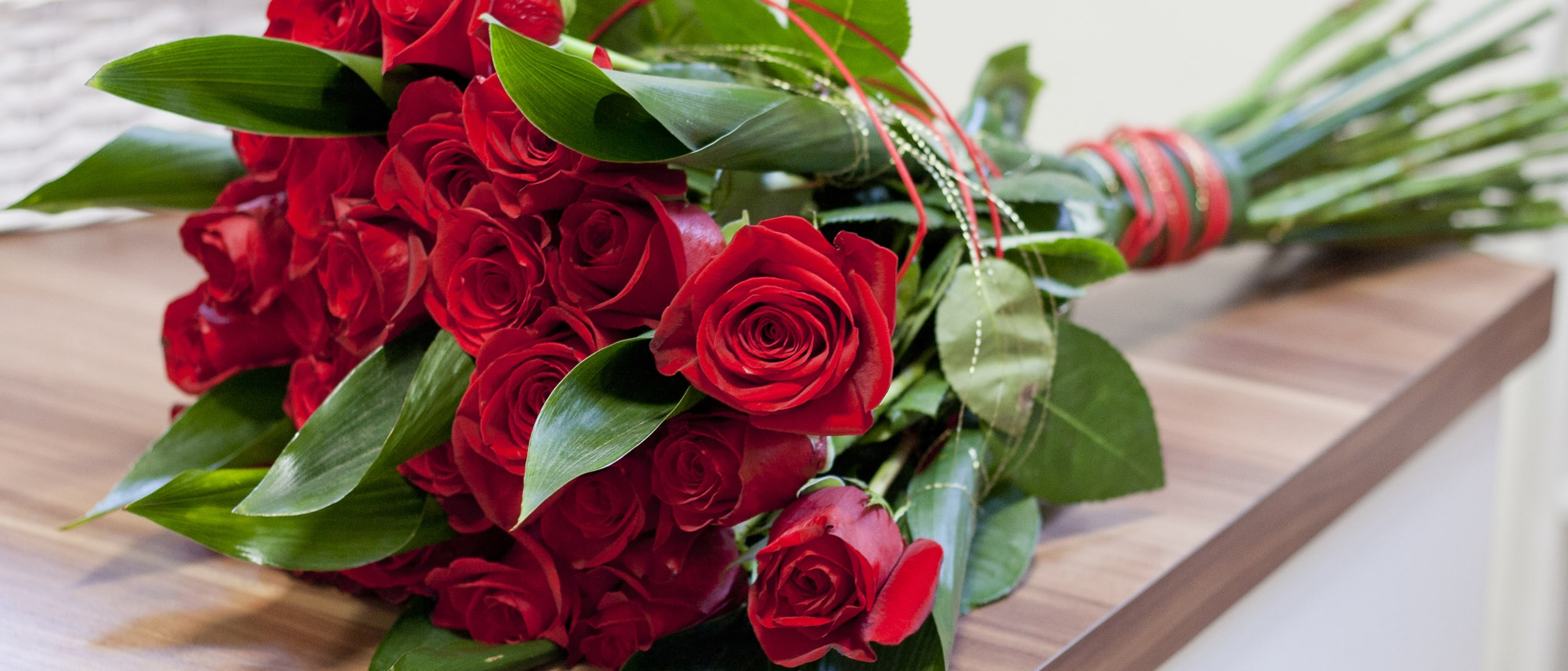 Valentine's Day: enjoy dinner, a rose and romantic live music