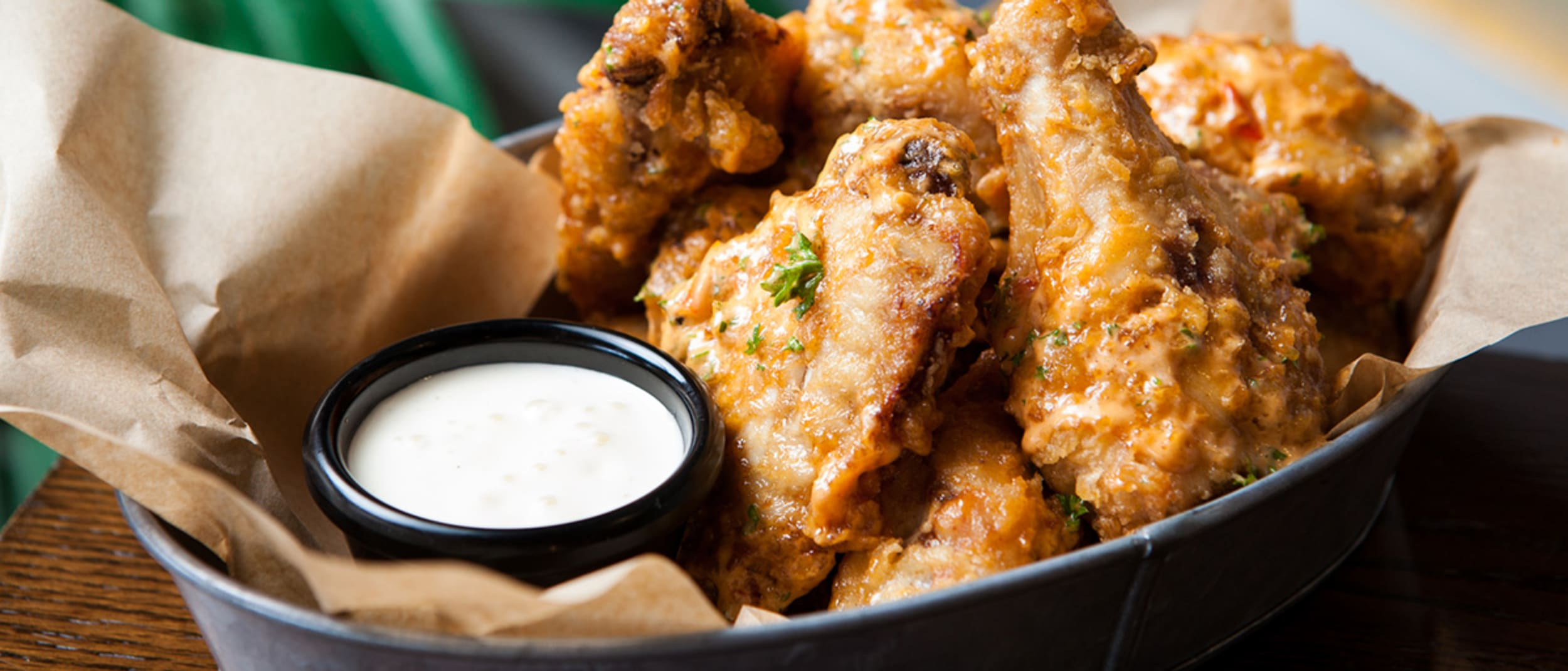 Beach House Bar & Grill: Thursday wing night
