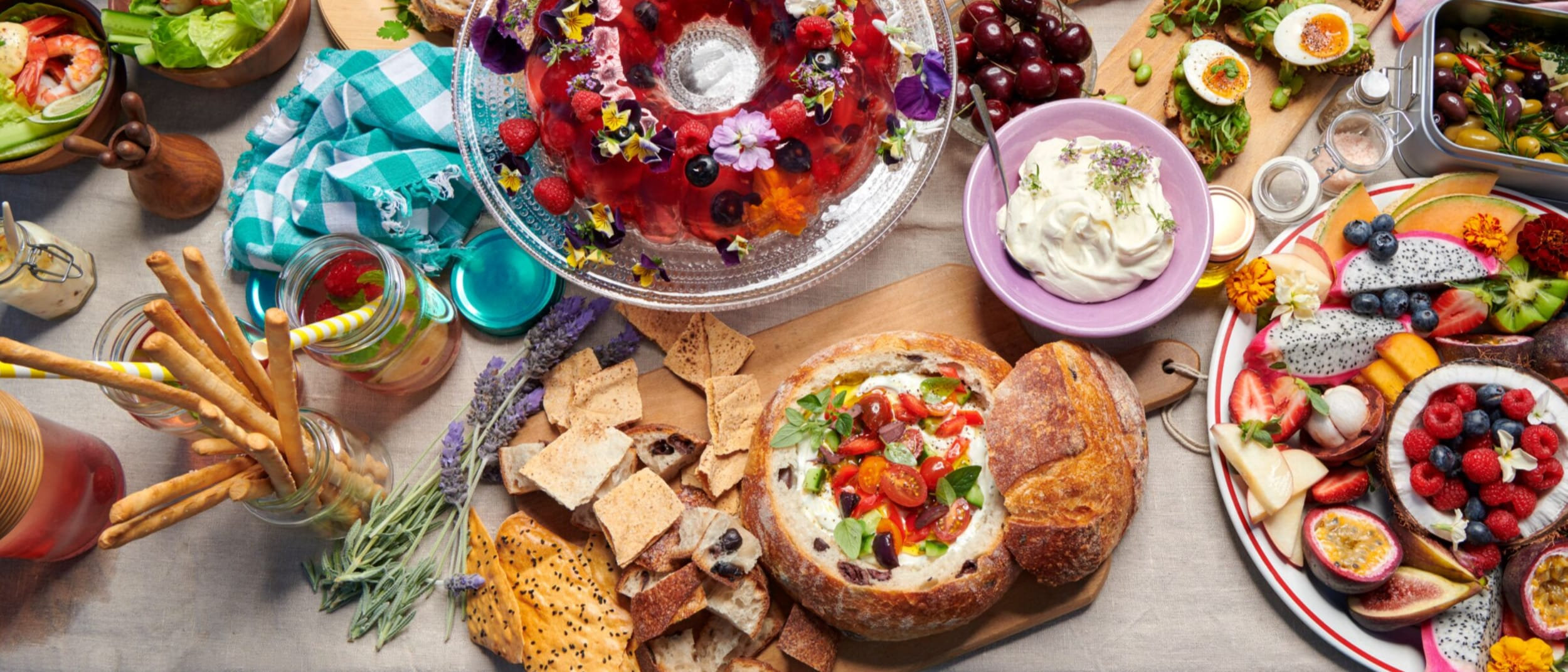 Make this Tzatziki cob loaf with Greek salad garnish