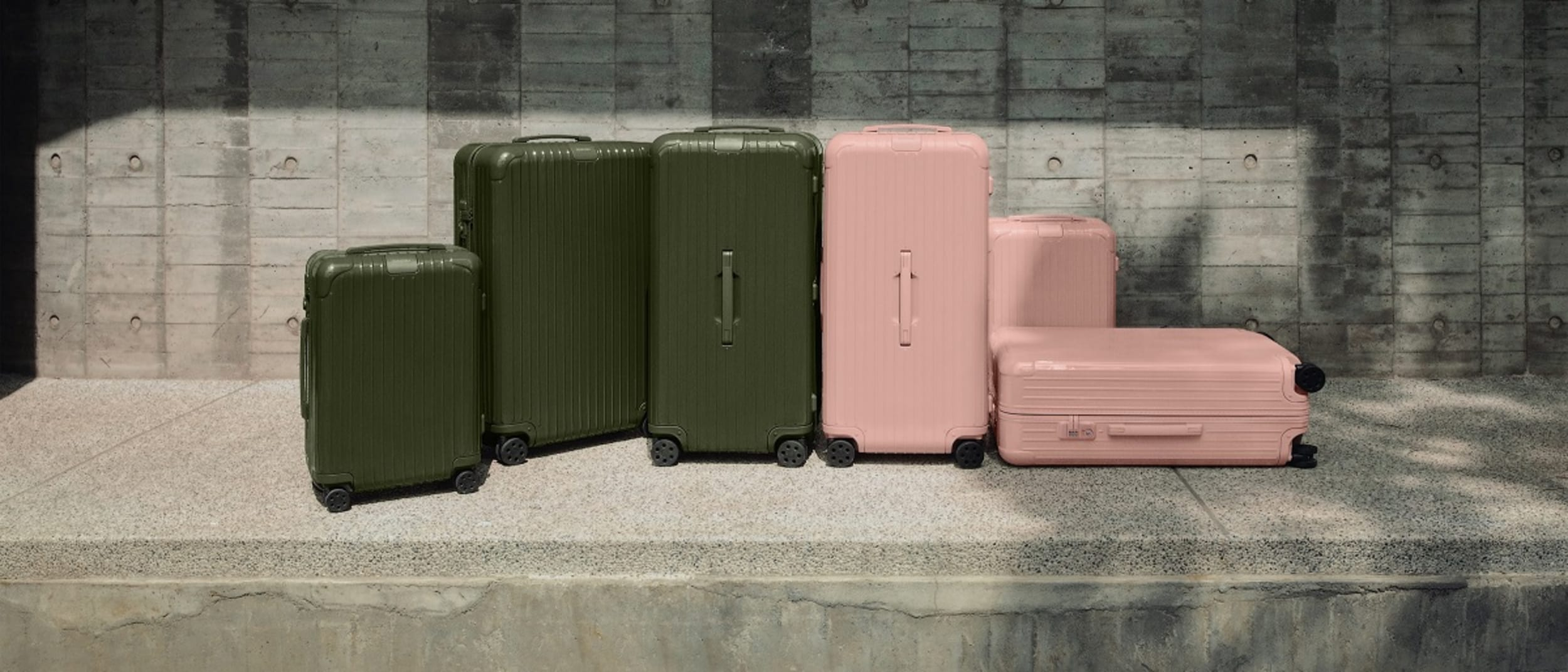 RIMOWA: Essential collection