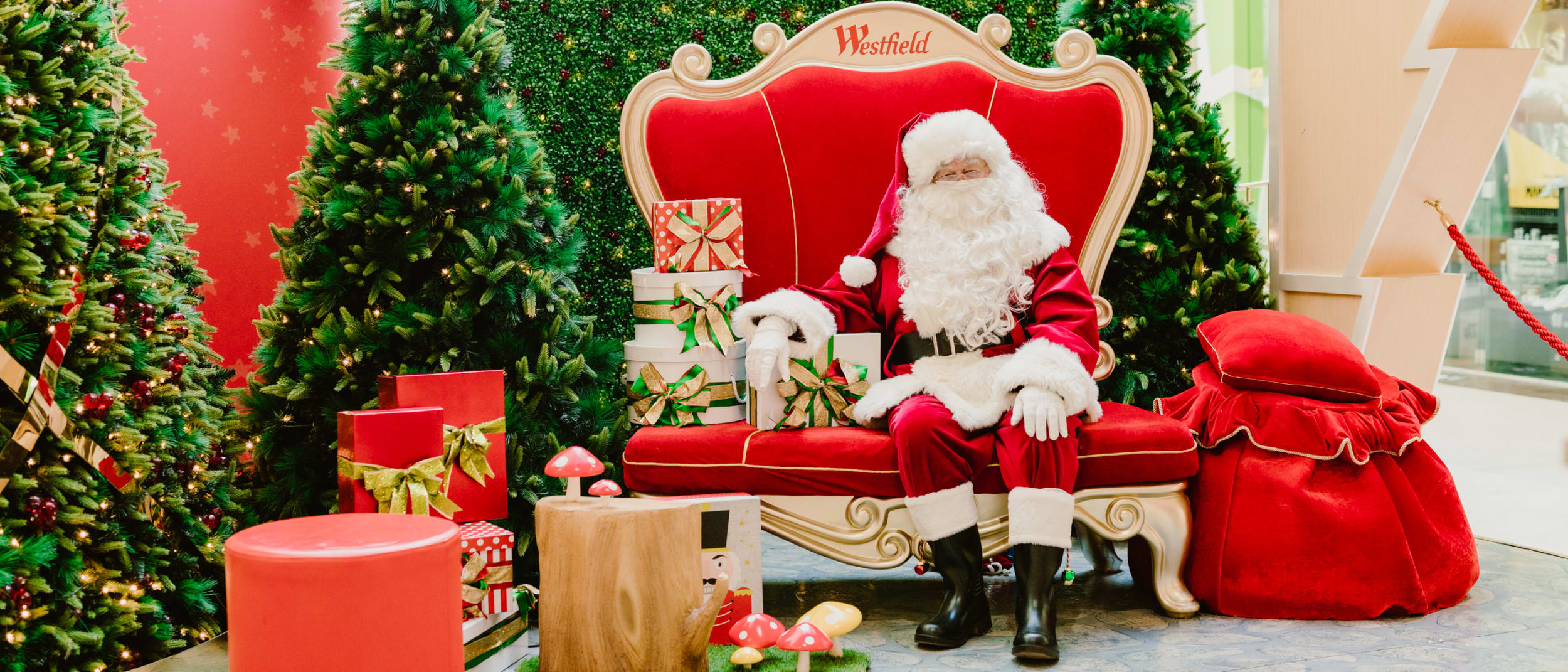 Get a bonus digital Santa photo with the Westfield Plus App