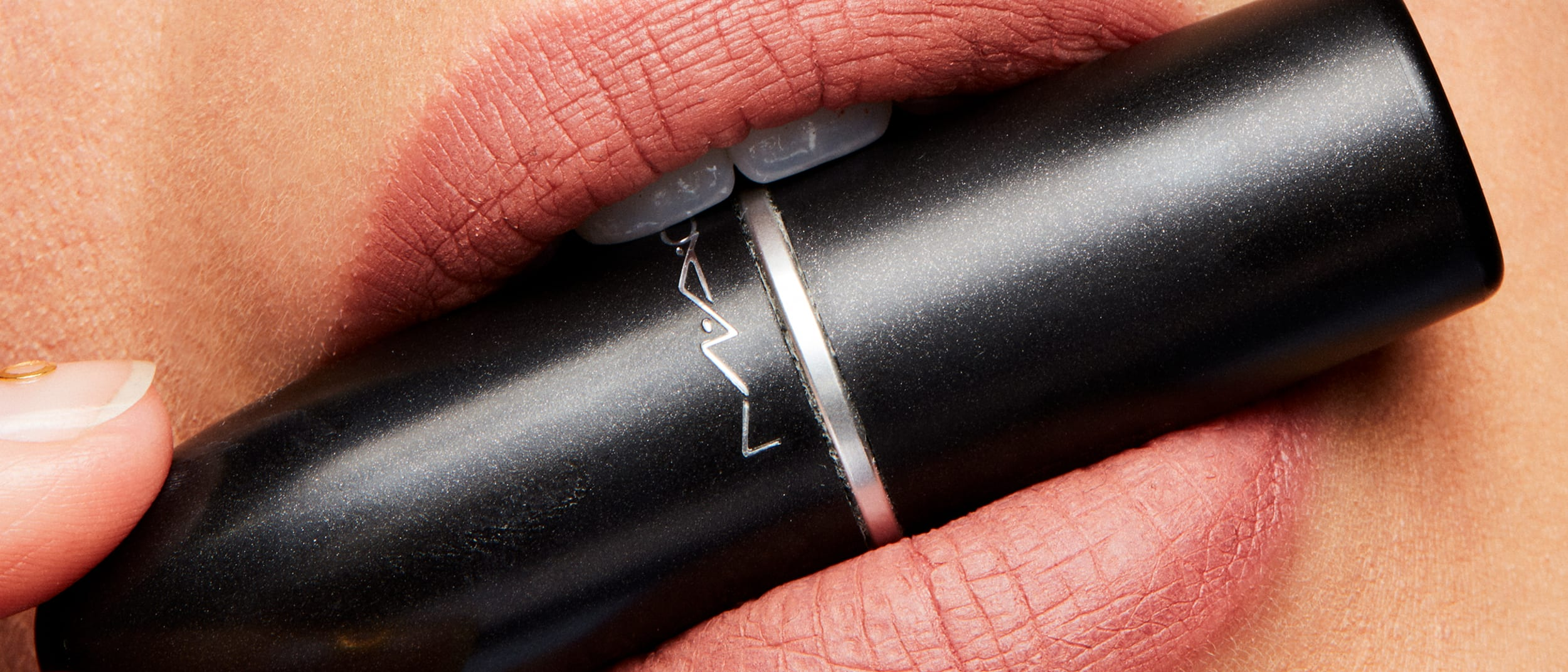 5 steps to a flawless pout with M·A·C Cosmetics