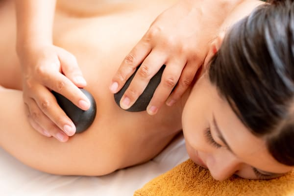 Cinderella Beauty: Hot stone massage
