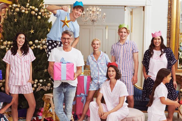 Win a Santa photo with Peter Alexander and your Dachshund!