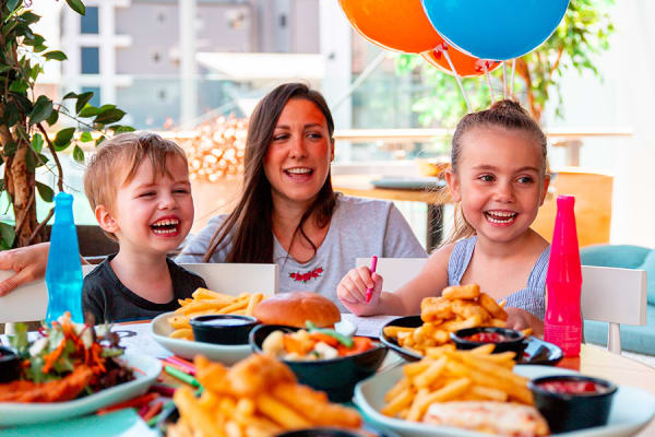 Kids Eat FREE at Rashays