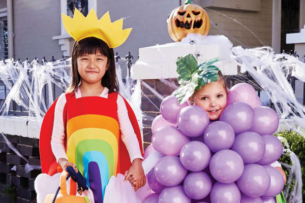 Easy DIY Halloween balloon grape costume