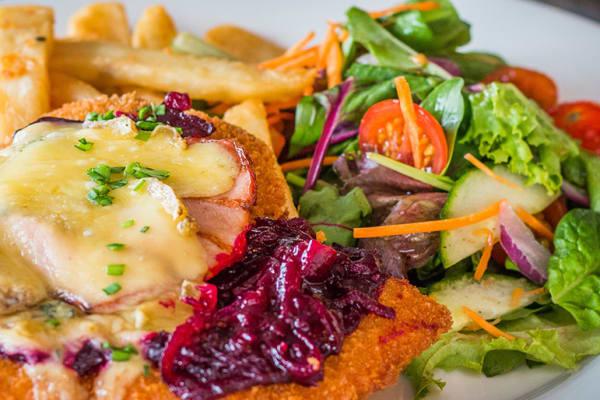 Beach House Bar & Grill: Wednesday schnitzel night