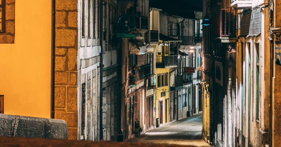 Stadtgasse bei Nacht