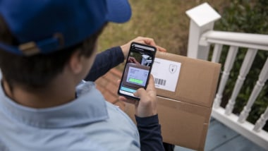 5 Mythbusting Reasons Smartphones Are Replacing Handheld Scanners in the Last Mile