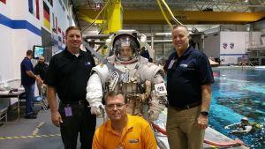 Dallas Edmiston en el Centro Espacial Johnson