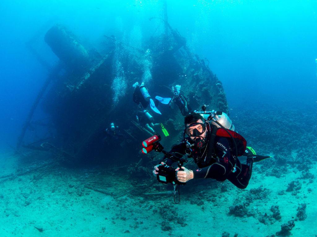 Cesar Amico Buceando en el Mar Rojo