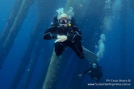 Hugo Guasco buceando en Bonaire