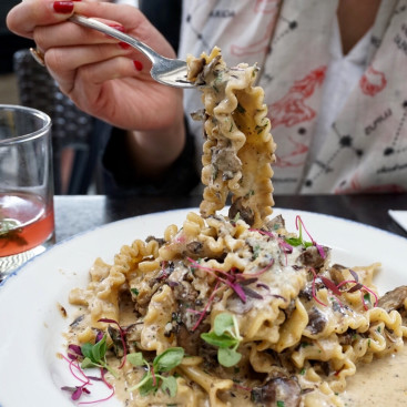 14 Top Toronto Restaurants Everyone Should Visit And What You Should Order - NARCITY