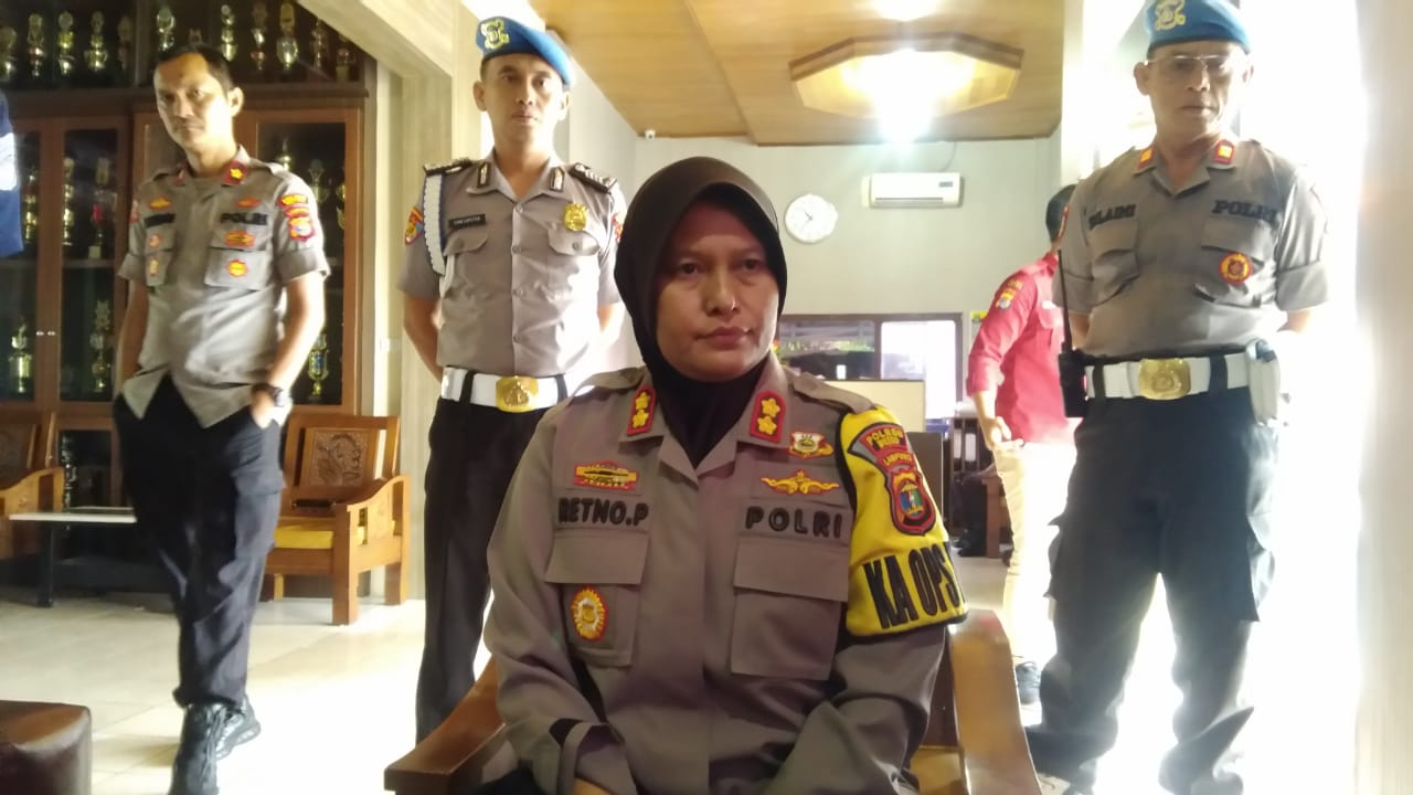 Kapolres Metro AKBP Retno Prihawati Saat Di wawancarai awak media di Polres Metro
