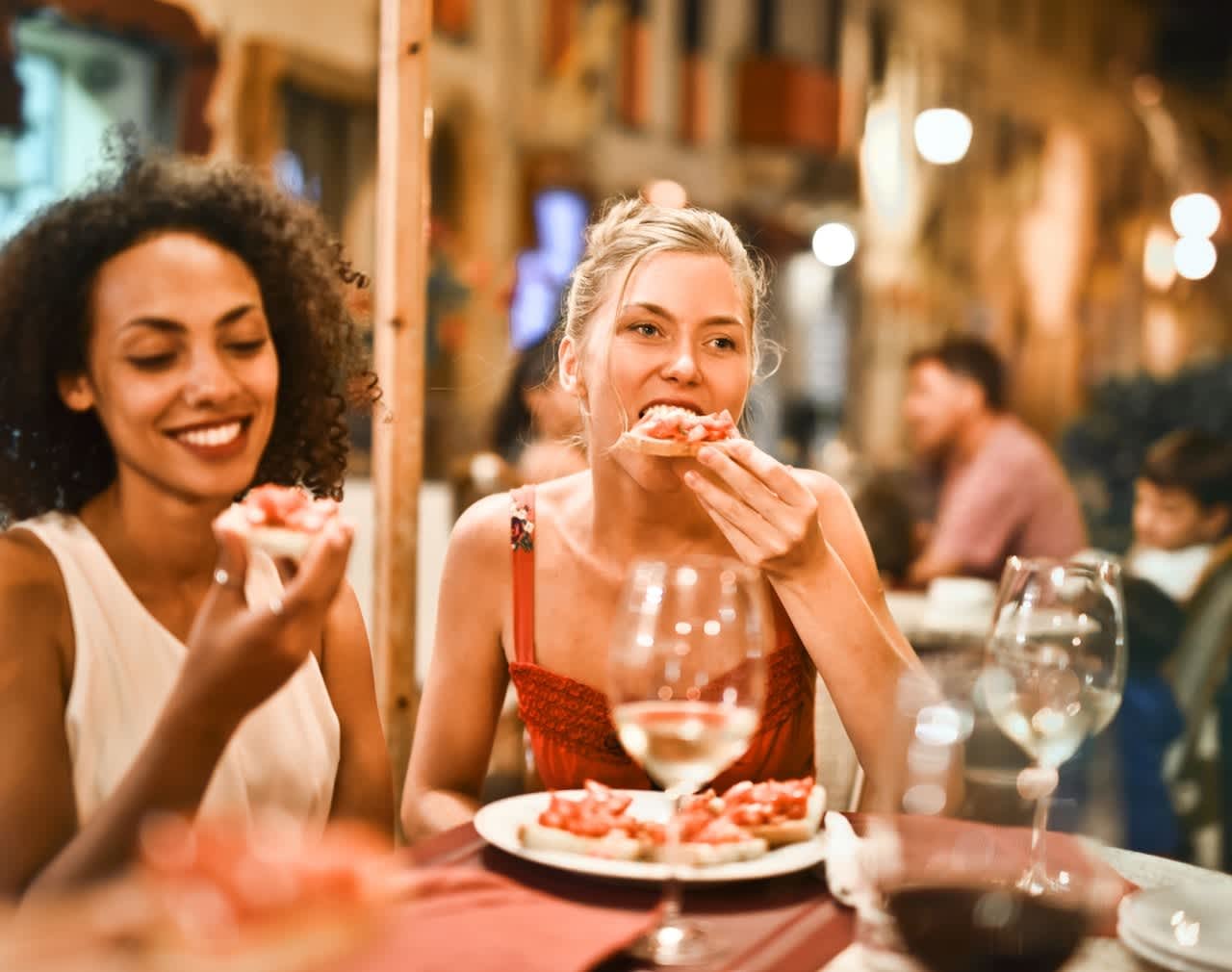 women eating tapas in valencia