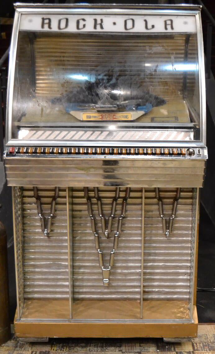 August Wilsons Jukebox 1955 Rock Ola jukebox Model 144 mramnl