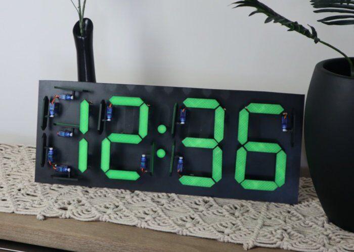 Un curioso orologio elettromeccanico!