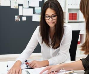 L'ACRE permet aux créateurs d'entreprise de bénéficier d'une exonération partielle de cotisations.