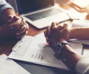 Le domicilié et le domiciliataire doivent conclure un contrat de domiciliation qui engendre des obligations pour chacune des parties.