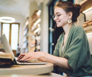 Avant de lancer son activité freelance, il est nécessaire de réaliser une étude de marché pour s'assurer de la solidité de son projet