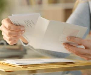 Numérisation, réexpédition, mise à disposition : les services de gestion de courrier d'une société de domiciliation.