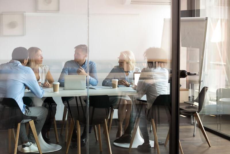 La domiciliation d'entreprise à Annecy présente de nombreux avantages pour son activité.