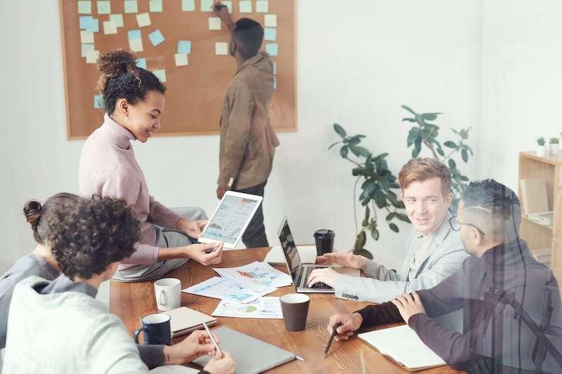 Certains statuts juridiques permettent de créer une entreprise sans capital minimum imposé