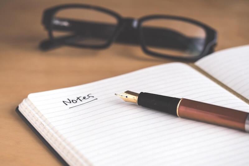 Devenir journaliste pigiste nécessite des compétences rédactionnelles.