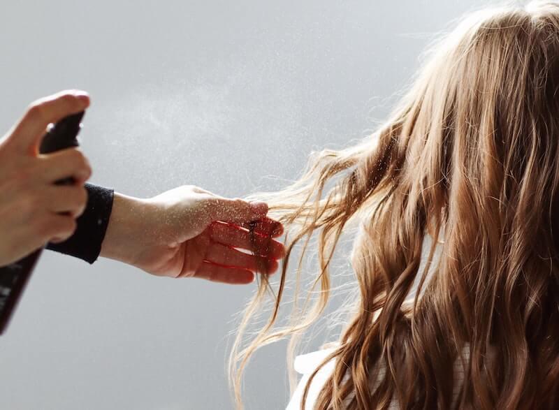 Devenir coiffeur à domicile en freelance permet plus de liberté dans sa vie professionnelle
