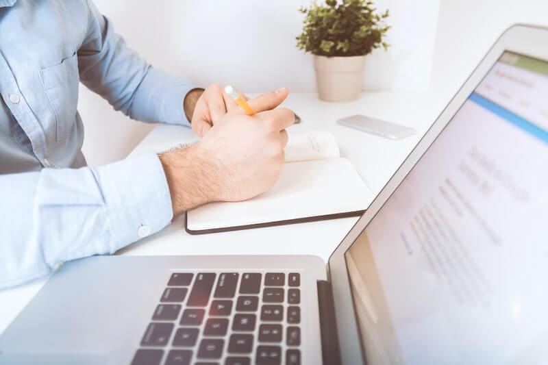 Création d'entreprise : faut-il gérer soi-même sa comptabilité ?