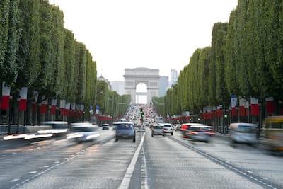 Une domiciliation sur les Champs-Élysées à Paris