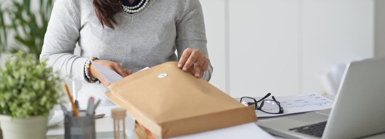 Chaque courrier est numérisé dès sa réception dans un centre d'affaires.